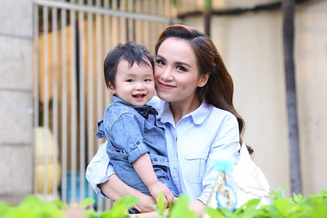 Diễm Hương hạnh phúc tổ chức sinh nhật cho con trai 2