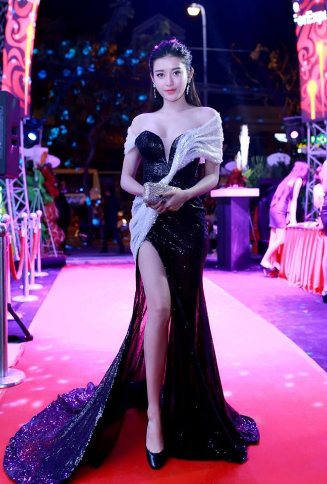 Sao Việt đẹp tuần qua: Huyền My, Ngọc Anh khoe vai trần gợi cảm 1
