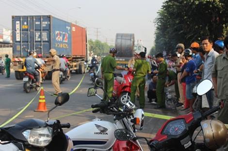 Video: Tai nạn giao thông, cô gái trẻ chết thảm dưới gầm container 1