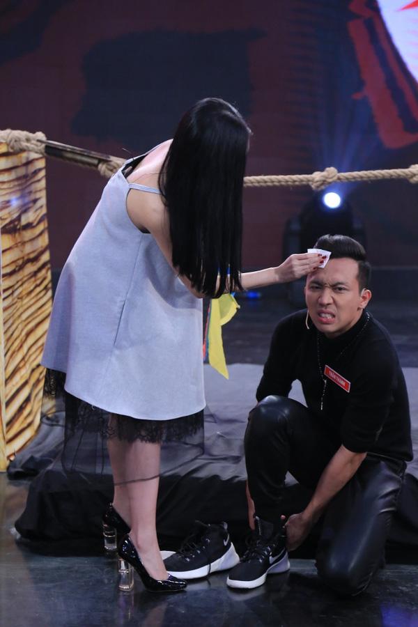 Trấn Thành hôn tình cũ Mai Hồ ngay trên sóng truyền hình 1