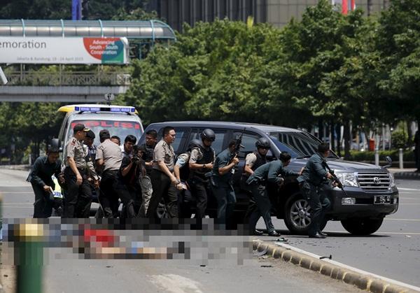 Nổ liên tiếp ở Jakarta: Đấu súng kết thúc, 5 kẻ tấn công bị tiêu diệt 2