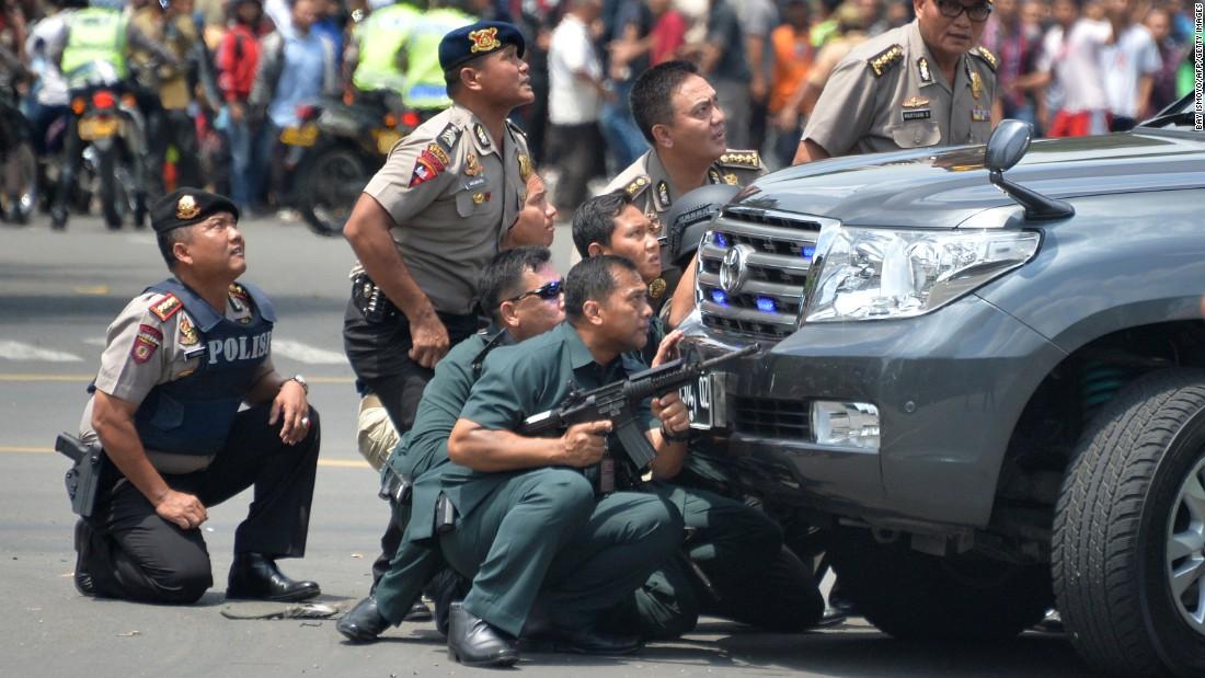 Ảnh vụ nổ bom: Đấu súng giữa thủ đô Indonesia 6