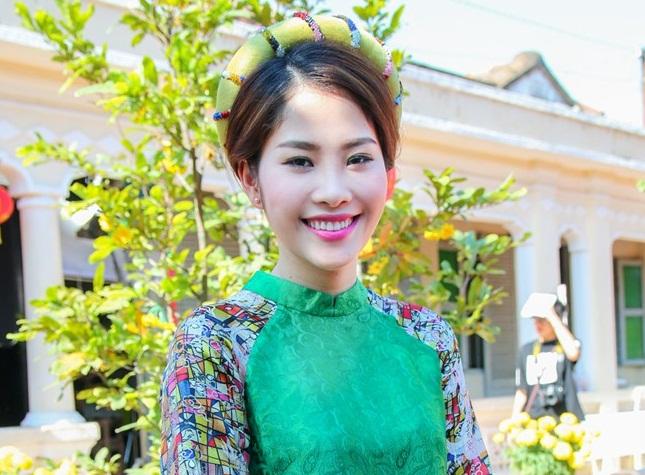 Hoa khôi Nam Em lấn sân ca hát với MV Tết ấn tượng 1