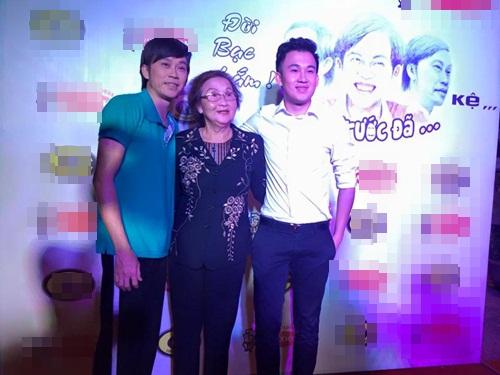 Dương Triệu Vũ, Hoài Linh hạnh phúc vì được mẹ già 80 tuổi đi xem show 1