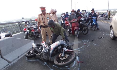 Tai nạn giao thông trên cầu Rạch Miễu, nam thanh niên chết thảm 1