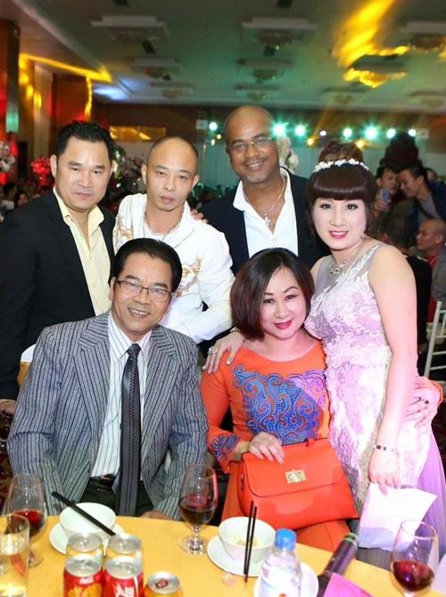 Vợ nữ đại Thái Bình chi tiền tỷ mời 50 ca sĩ hát sinh nhật lên tiếng 1
