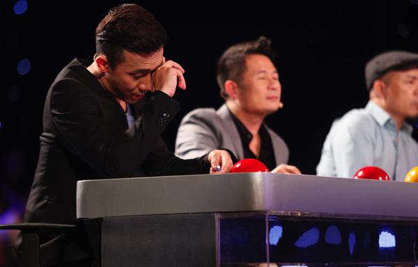 Trấn Thành, Bằng Kiều rơi nước mắt trước thí sinh bị tật 1