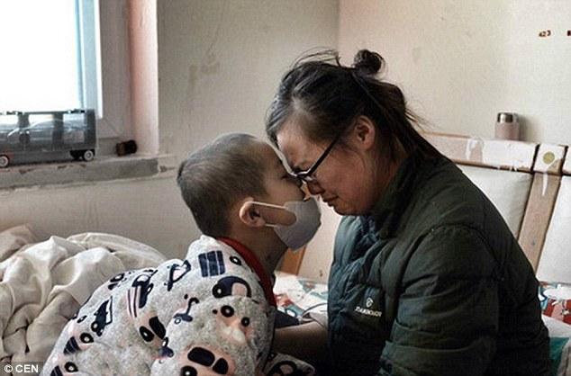 Cổ tích giữa đời thường: Bố giả gái kiếm tiền chữa ung thư cho con 3