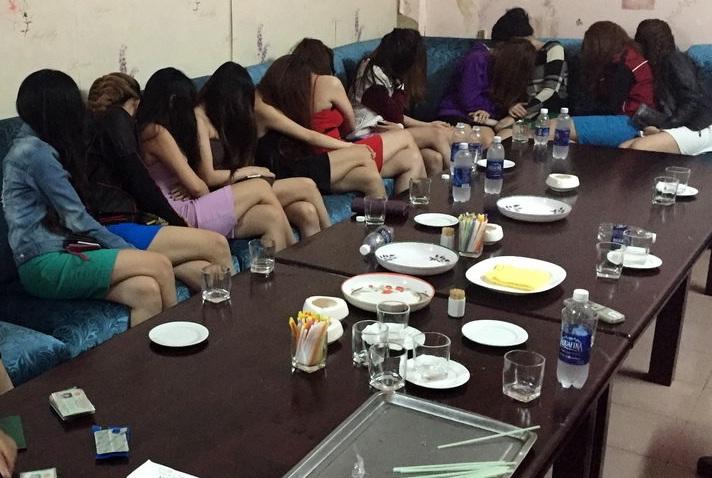 Nữ nhân viên Karaoke phục vụ khách Trung Quốc, dương tính với ma túy 1