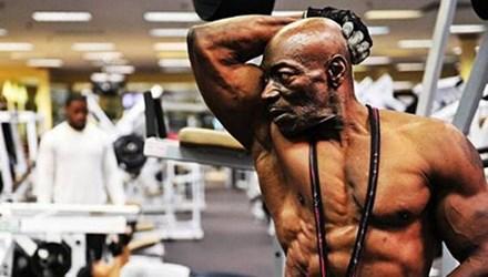 Cụ ông 70 tuổi sở hữu thân hình cường tráng hơn thanh niên 1
