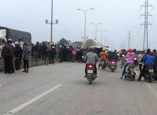 Xe bồn tông xe máy, 3 người chết: Tạm giữ tài xế xe bồn 1