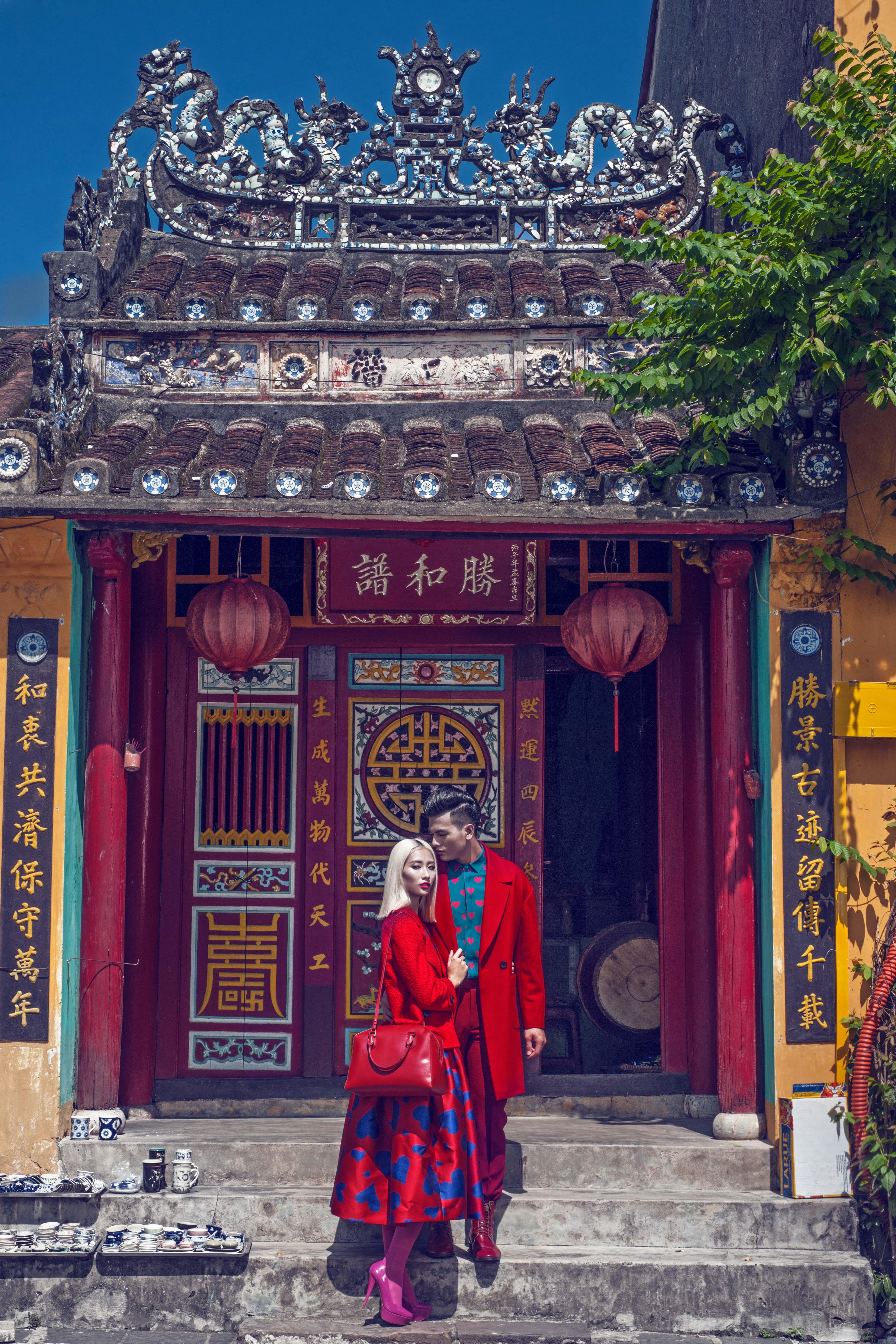 Lê Xuân Tiền, Hằng Nguyễn ôm ấp nhau giữa phố cổ Hội An 6