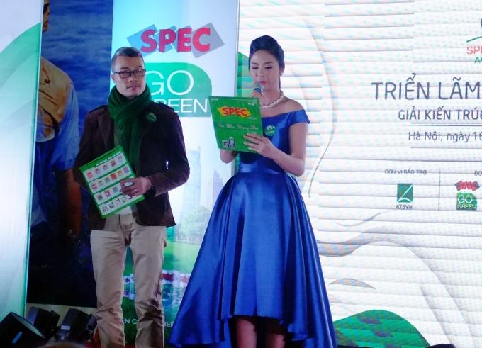 Hoa hậu Ngọc Hân khác lạ với vai trò MC 1