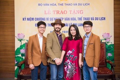 'Nàng thơ áo dài' Lan Hương nhận kỷ niệm chương của Bộ Văn hóa 2