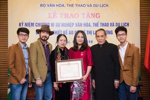 'Nàng thơ áo dài' Lan Hương nhận kỷ niệm chương của Bộ Văn hóa 3