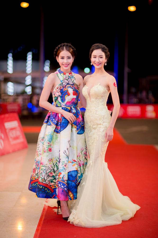 Hà Thu, Nam Em diện váy gợi cảm dự hội xuân cuối năm 4