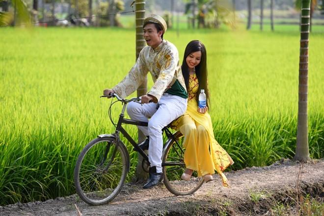 Hồ Việt Trung hóa chàng rể nhí nhảnh trong MV Tết 1