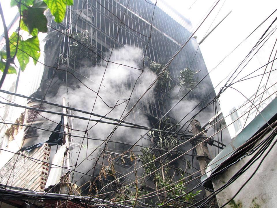 Hà Nội: Hỏa hoạn kèm theo nhiều tiếng nổ trong ngôi nhà 3 tầng 1