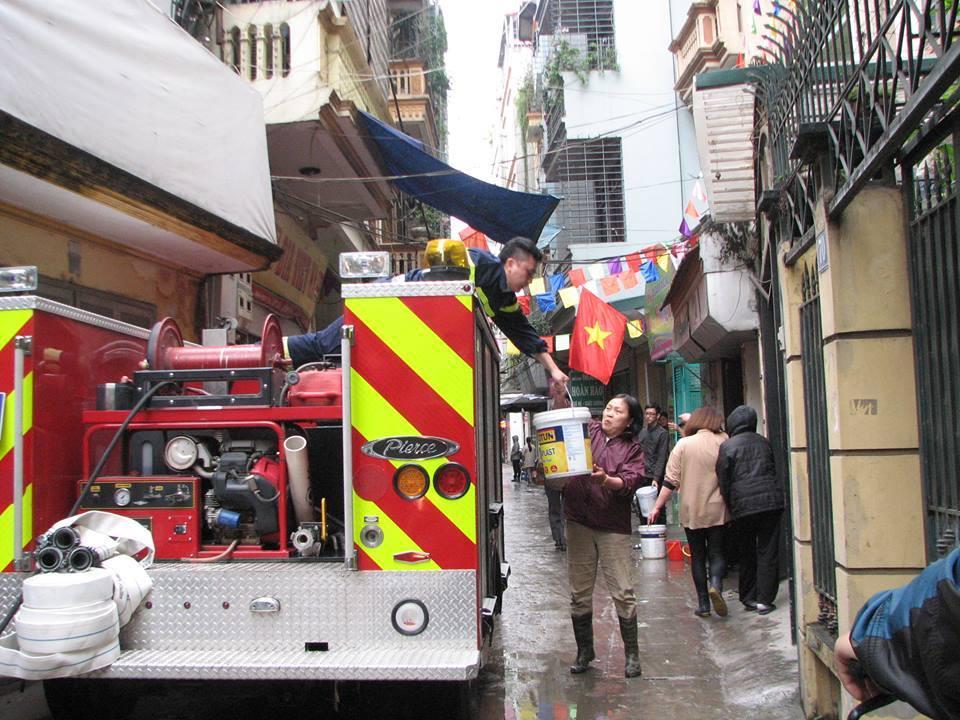 Hà Nội: Hỏa hoạn kèm theo nhiều tiếng nổ trong ngôi nhà 3 tầng 2