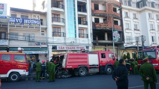 Đà Lạt: Khách sạn cháy lớn, du khách hoảng loạn tháo chạy 1