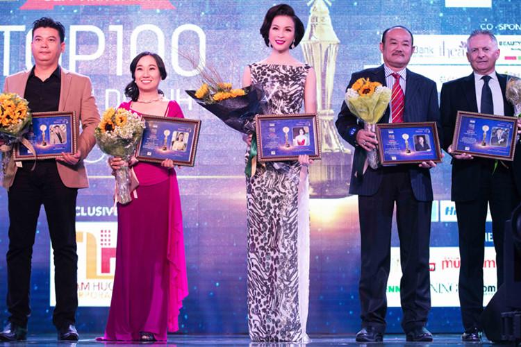 Thanh Mai nhận giải thưởng 100 doanh nhân xuất sắc 1