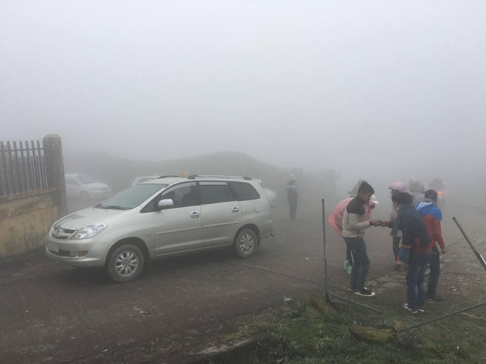 Giới trẻ đổ xô lên Mẫu Sơn chụp ảnh băng giá 2