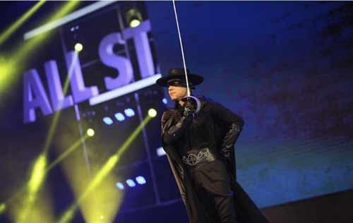 Xem tỷ phú giàu nhất TQ hát karaoke, giả gái ở tiệc năm mới 2