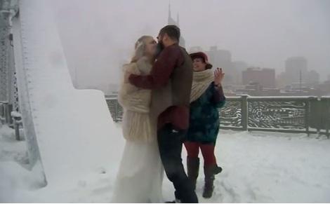 Tổ chức đám cưới giữa bão tuyết lớn lịch sử ở Mỹ 1