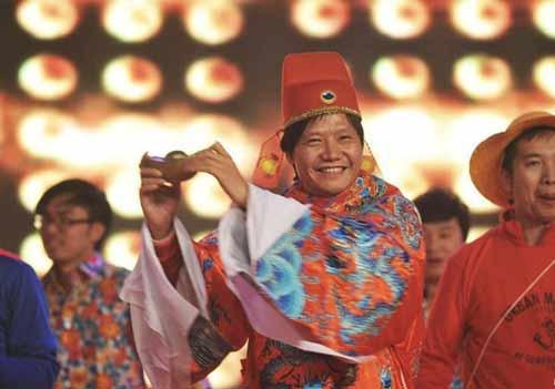 Xem tỷ phú giàu nhất TQ hát karaoke, giả gái ở tiệc năm mới 4