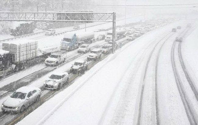 Nước Mỹ tê liệt vì bão tuyết 1