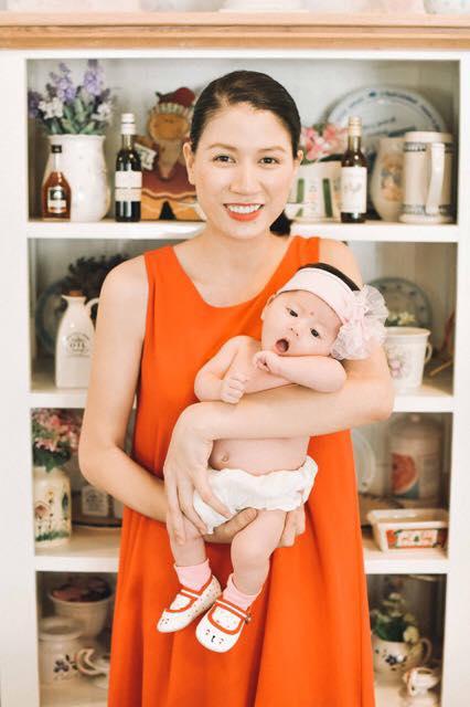 Trang Trần tung bộ ảnh khoe con gái đáng yêu 1