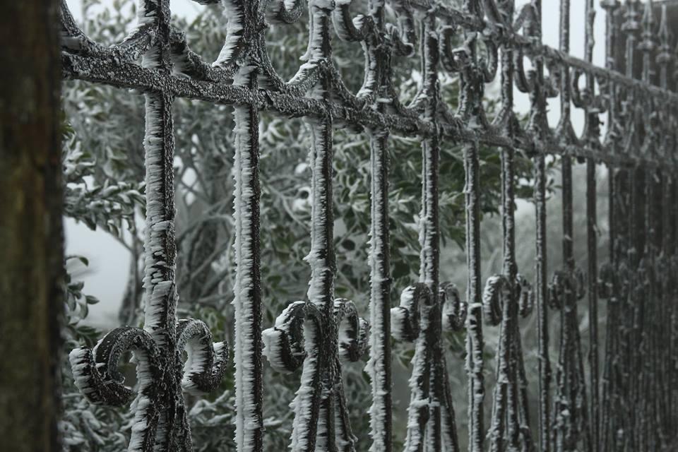 Tuyết rơi trắng nhiều nơi ở Lạng Sơn 2