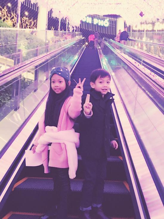 Hồ Ngọc Hà đưa Subeo đi chơi với bạn gái tại trung tâm thương mại 4