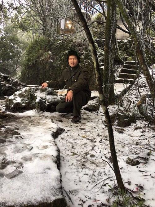 Đỉnh núi Ba Vì ở Hà Nội có tuyết rơi 2