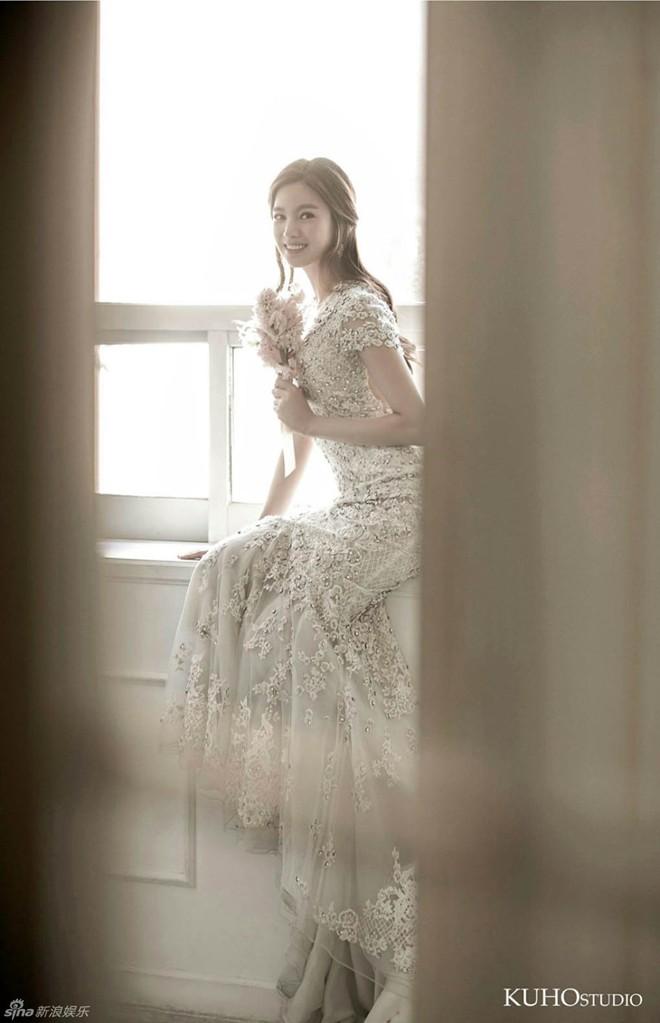 Ngắm vẻ đẹp của kiều nữ Hàn trong những mẫu váy cưới hot năm 2016 5