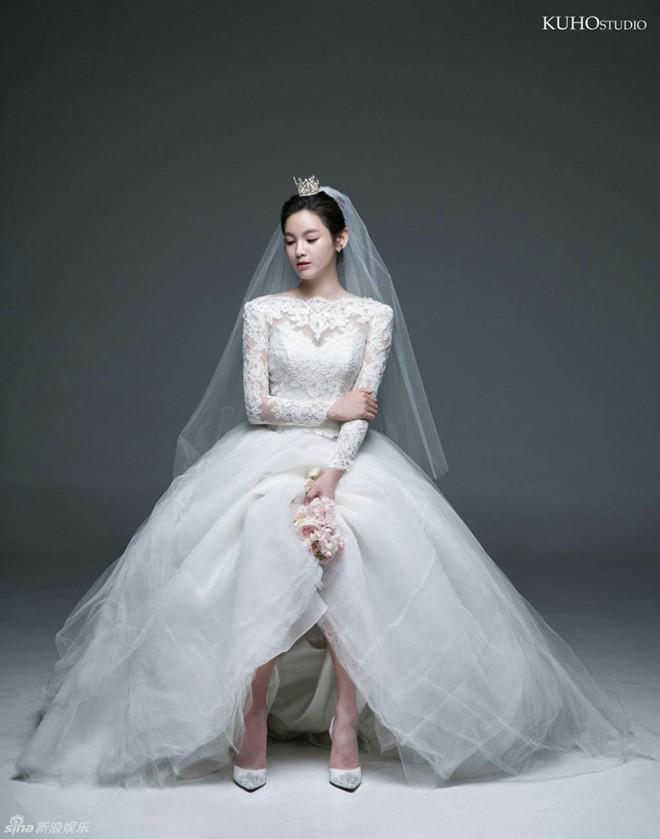 Ngắm vẻ đẹp của kiều nữ Hàn trong những mẫu váy cưới hot năm 2016 7