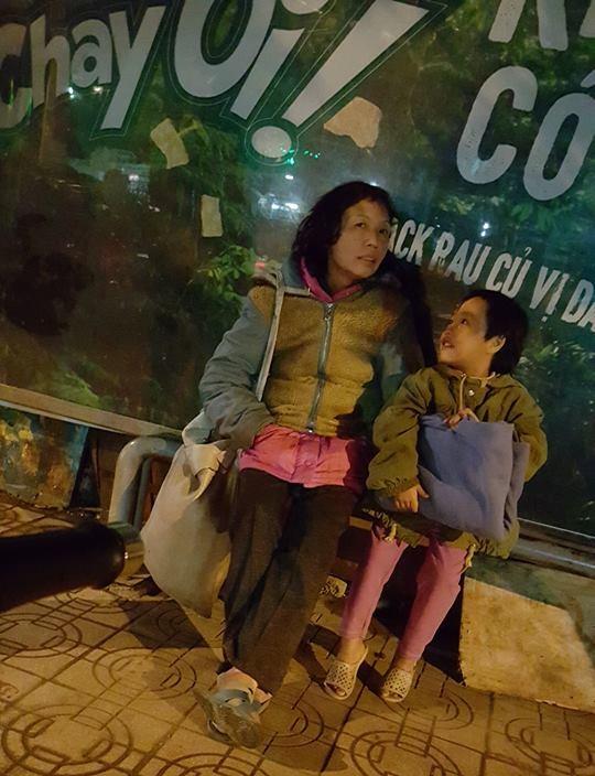 Hà Nội: Xót thương những mảnh đời co ro trong đêm lạnh 3