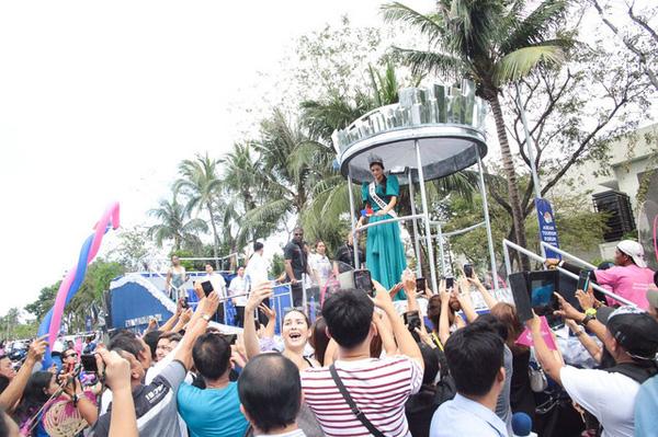 Người dân Philippines diễu hành chào đón Hoa hậu Hoàn vũ 2015 7