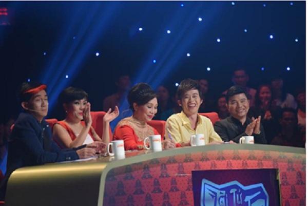 """Thu Trang hát nhép bị """"lật tẩy"""" ngay trên sân khấu 2"""