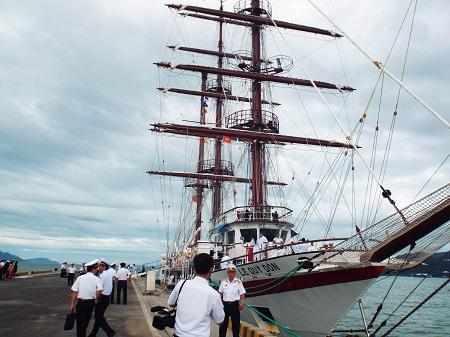 Tàu buồm đầu tiên của Hải quân Việt Nam đã cập cảng 1
