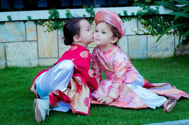 Ngắm vẻ đẹp thiên thần của cặp song sinh nhà Hồng Nhung 2