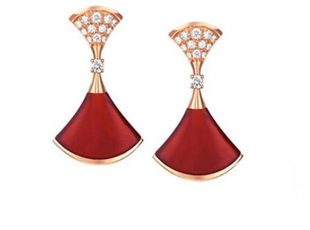 """Tóc Tiên """"chơi trội"""" với bộ trang sức kim cương gần 2 tỷ đồng 3"""