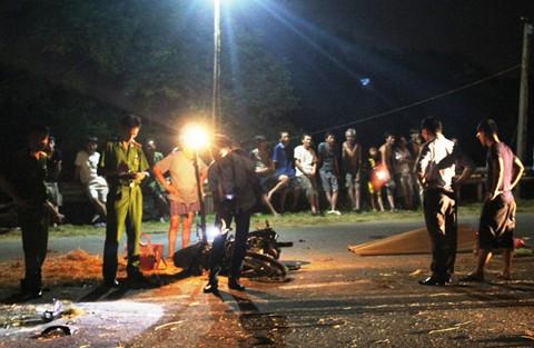 Bình Phước: Xe máy đâm xe tải, 2 người tử vong 1