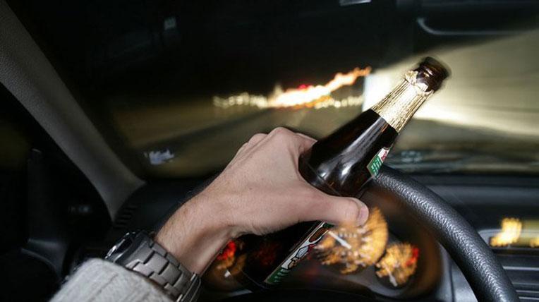 Ngày Tết, đã lái xe thì đừng rượu bia 1