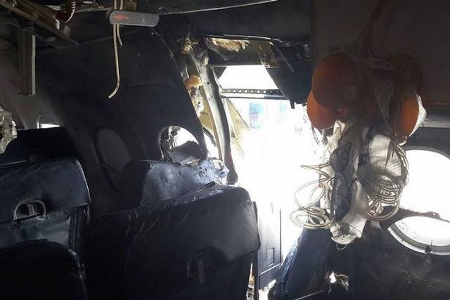 Máy bay chở khách hạ cánh khẩn cấp vì lỗ hổng