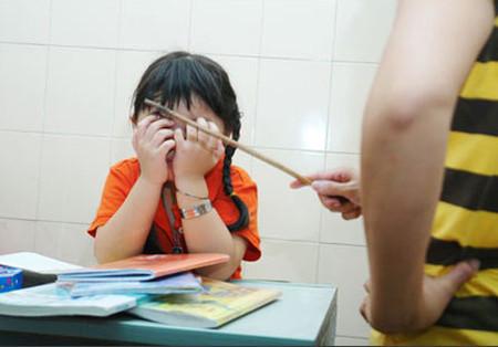 Cách ứng xử nên làm của cha mẹ khi con bị điểm kém 1
