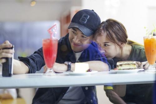 Giải trí - Loạt ảnh tình tứ của Trấn Thành và Hari Won trước khi lộ ảnh hẹn hò