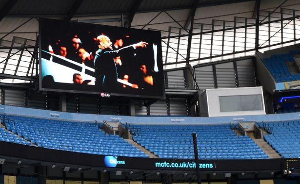 Hình ảnh Pep Guardiola xuất hiện trước trận Man City thua thảm Leicester 1