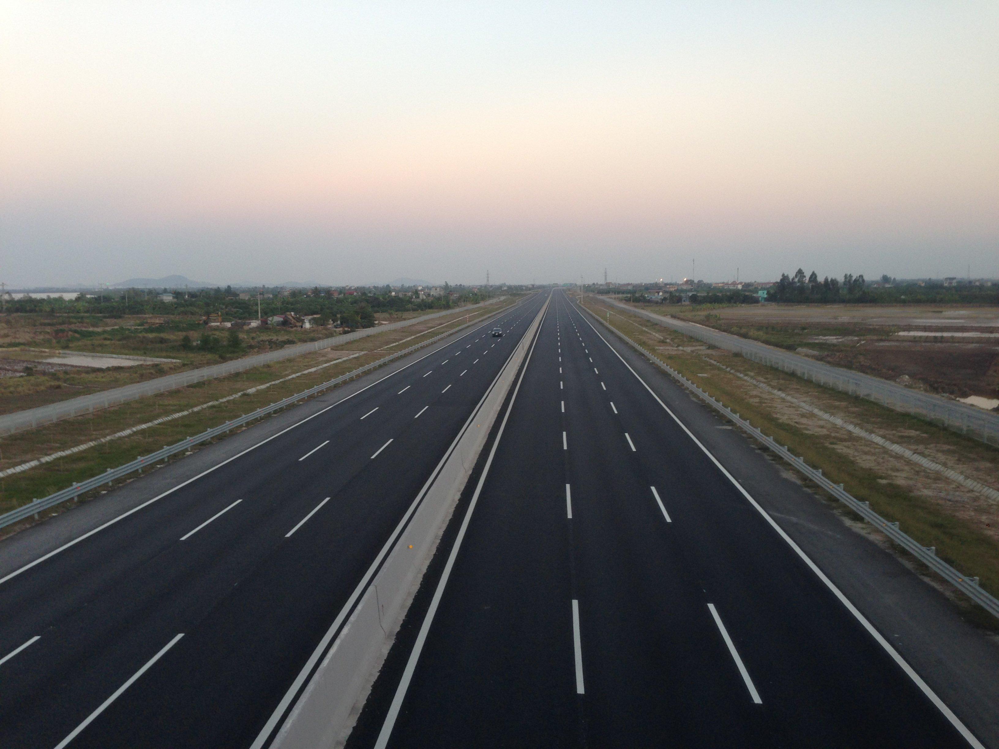 Cao tốc Hà Nội - Hải Phòng tựa như 'con đường ma' ngày đầu năm 1
