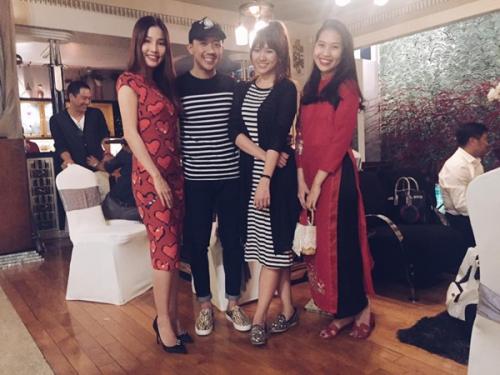 Giải trí - Trấn Thành diện áo đôi tình cảm đón tết bên Hari Won